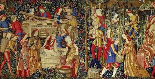 """Les Vendanges, Pays-Bas du Sud, début du XVIe siècle.  Laine et soie, 2,46 m / 4,95 m.  Cette tapisserie faisait partie d'une tenture """"mille fleurs"""".  Source : Musée de Cluny, Paris."""